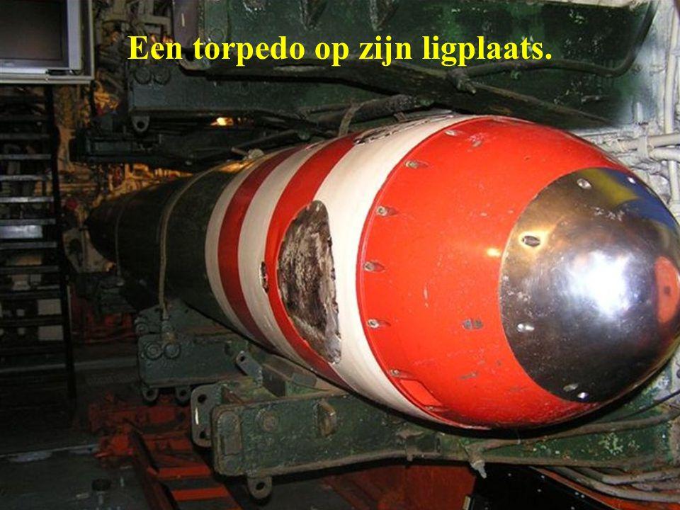 Een torpedo op zijn ligplaats.