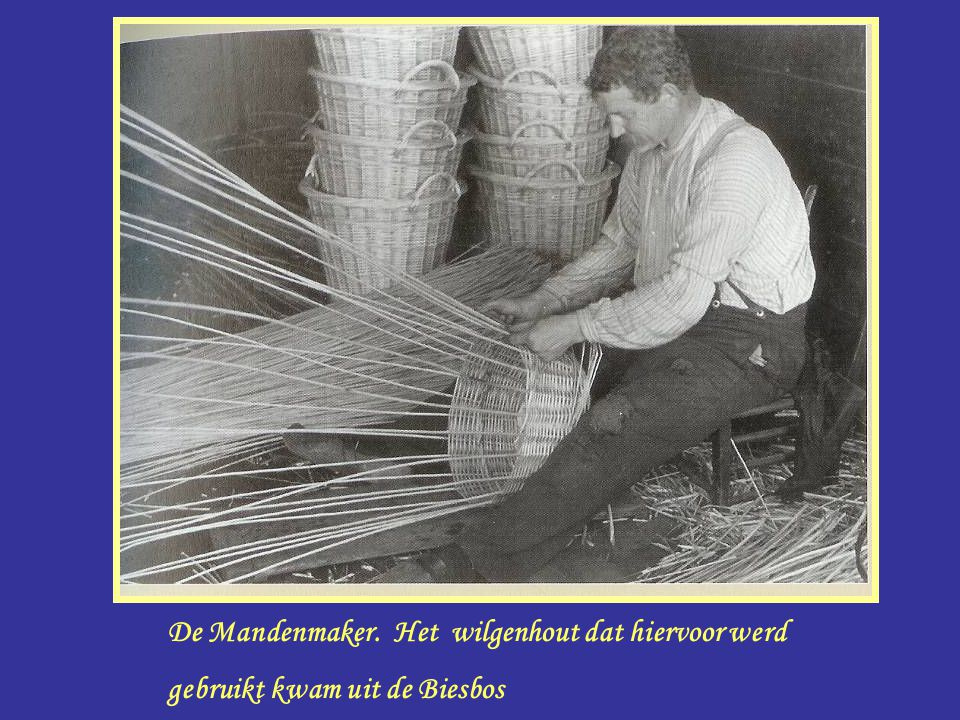 Manden maker De Mandenmaker. Het wilgenhout dat hiervoor werd