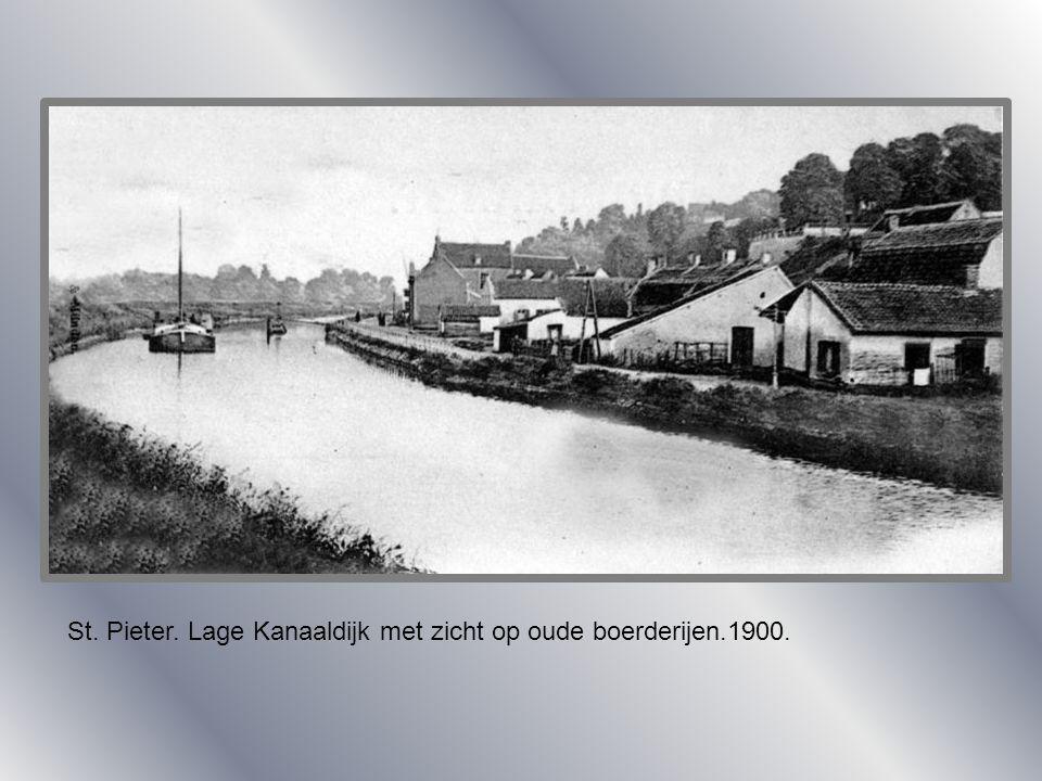 St. Pieter. Lage Kanaaldijk met zicht op oude boerderijen.1900.