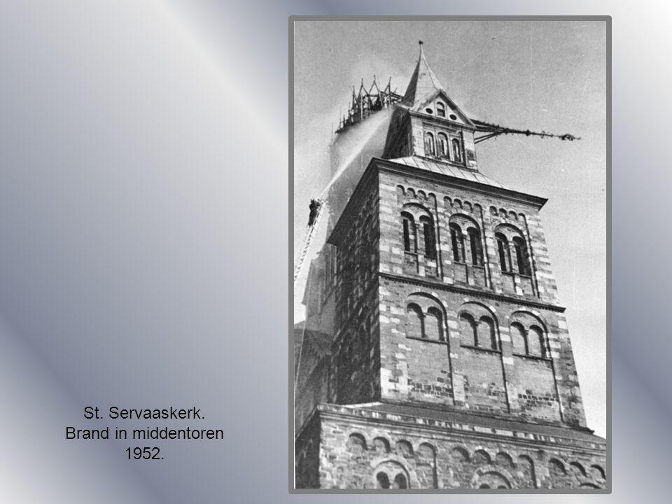 St. Servaaskerk. Brand in middentoren 1952.