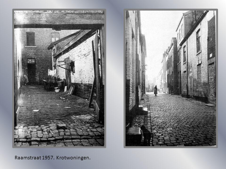 Raamstraat 1957. Krotwoningen.
