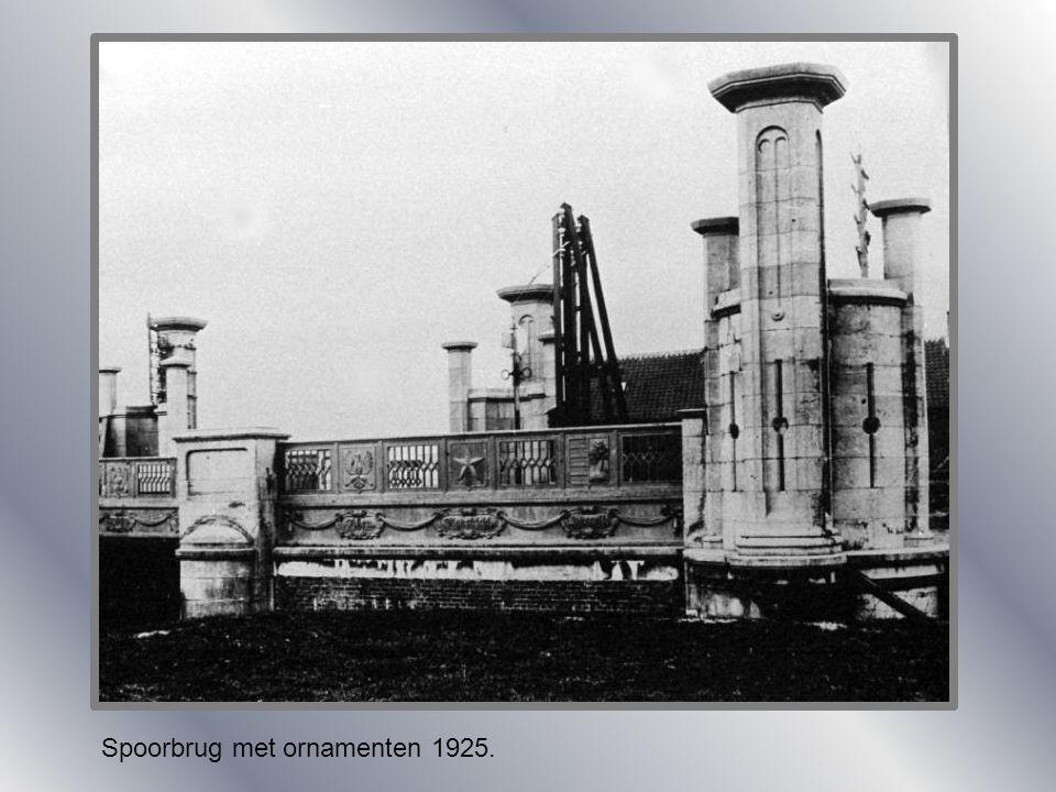 Spoorbrug met ornamenten 1925.