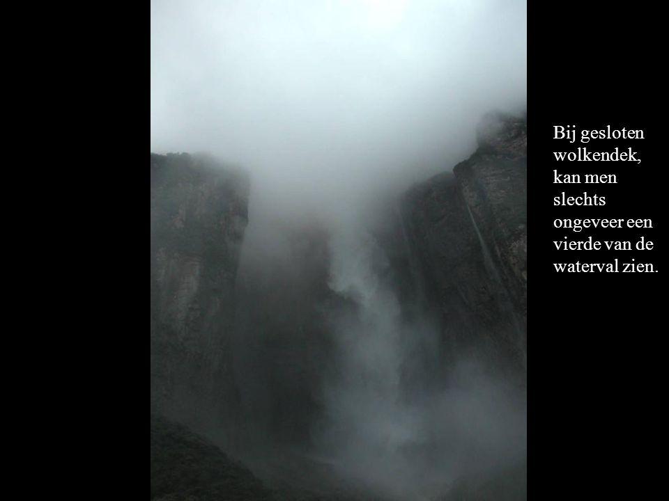 Bij gesloten wolkendek, kan men slechts ongeveer een vierde van de waterval zien.