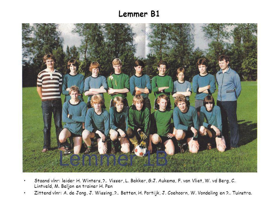 Lemmer B1 Staand vlnr: leider H. Winters, .. Visser, L. Bakker, G.J. Aukema, F. van Vliet, W. vd Berg, C. Lintveld, M. Beljon en trainer H. Pen.