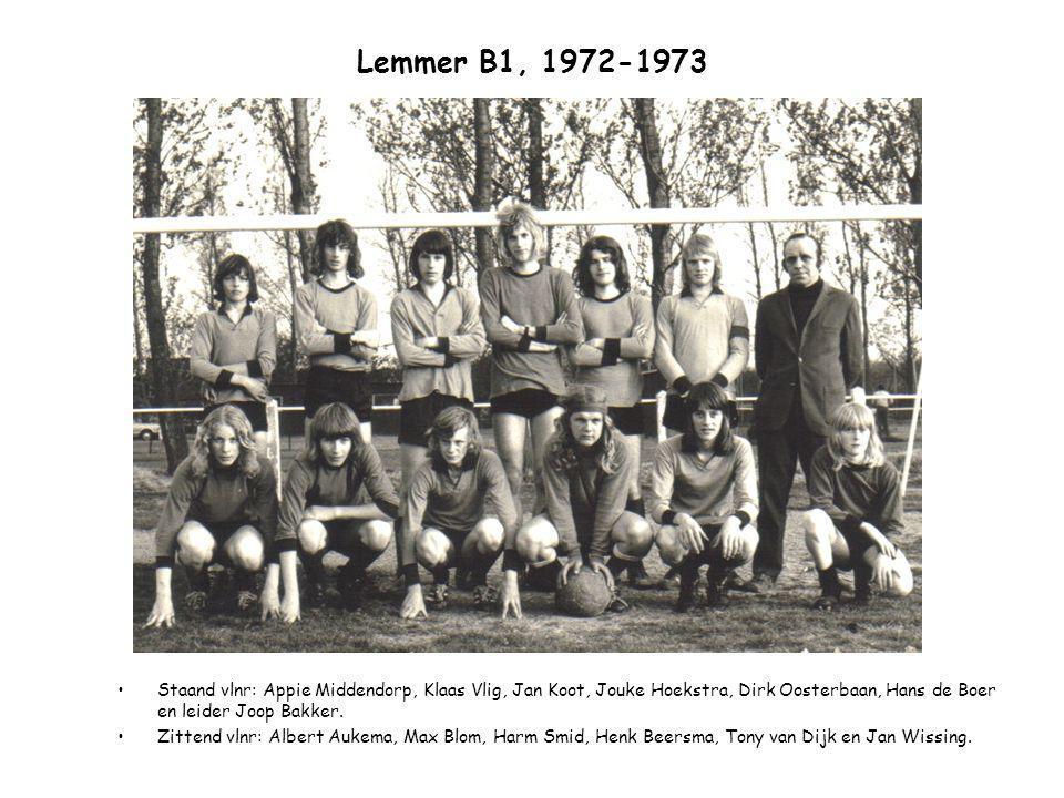 Lemmer B1, 1972-1973 Staand vlnr: Appie Middendorp, Klaas Vlig, Jan Koot, Jouke Hoekstra, Dirk Oosterbaan, Hans de Boer en leider Joop Bakker.