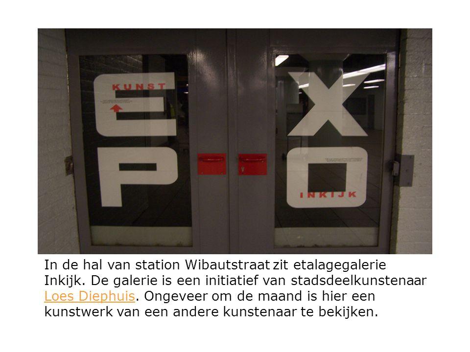 In de hal van station Wibautstraat zit etalagegalerie Inkijk