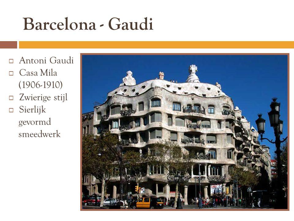 Barcelona - Gaudi Antoni Gaudi Casa Mila (1906-1910) Zwierige stijl