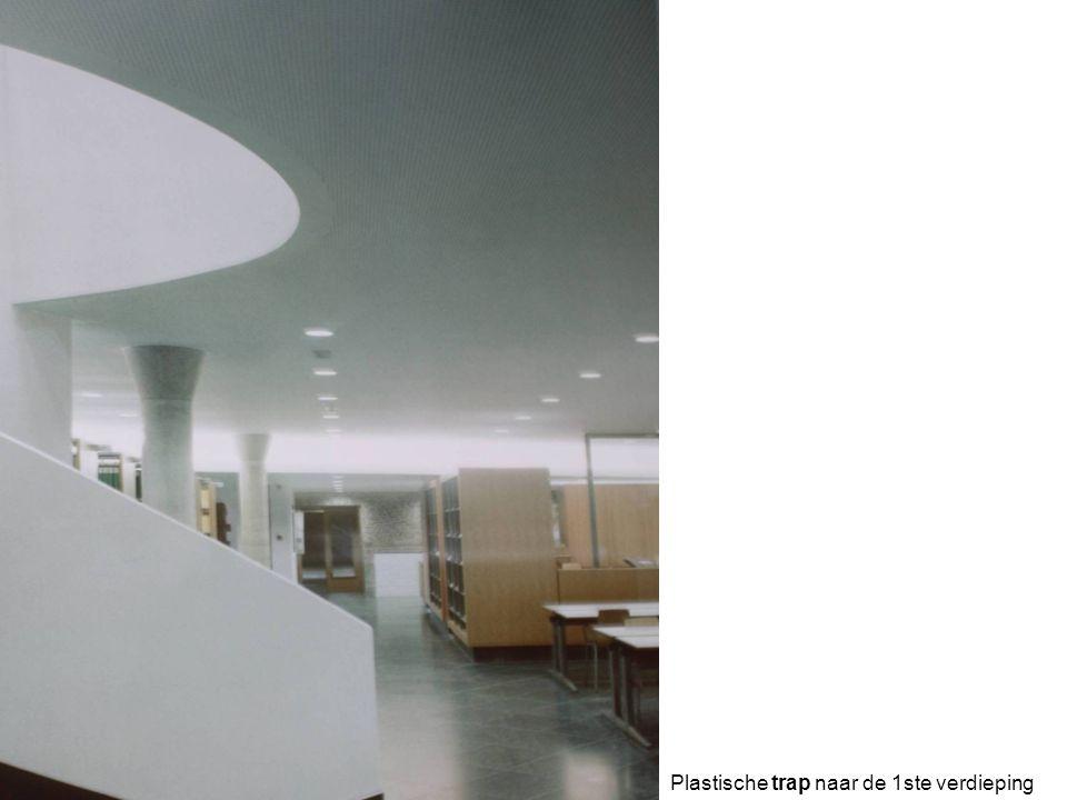 Plastische trap naar de 1ste verdieping