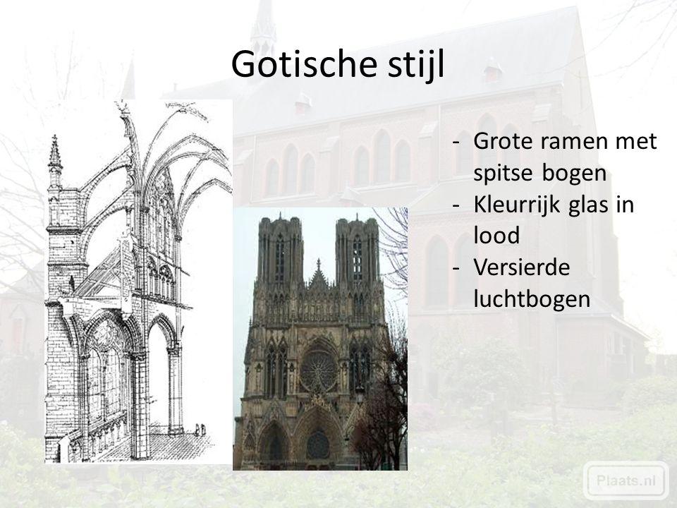 Gotische stijl Grote ramen met spitse bogen Kleurrijk glas in lood