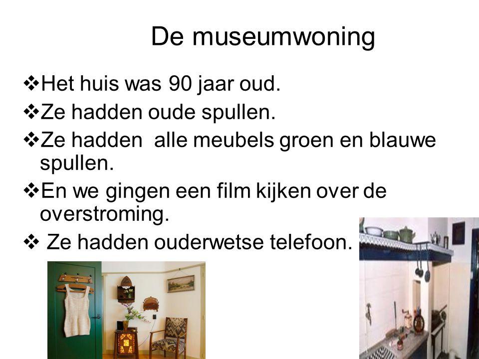 De museumwoning Het huis was 90 jaar oud. Ze hadden oude spullen.