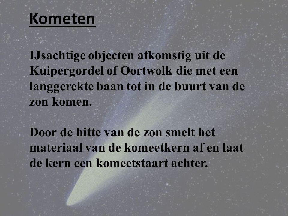 Kometen IJsachtige objecten afkomstig uit de Kuipergordel of Oortwolk die met een langgerekte baan tot in de buurt van de zon komen.