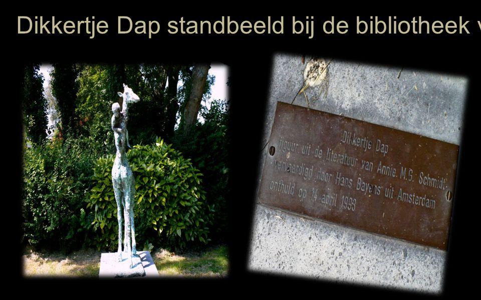 Dikkertje Dap standbeeld bij de bibliotheek van Kapelle Annie heeft het zelf nog onthuld