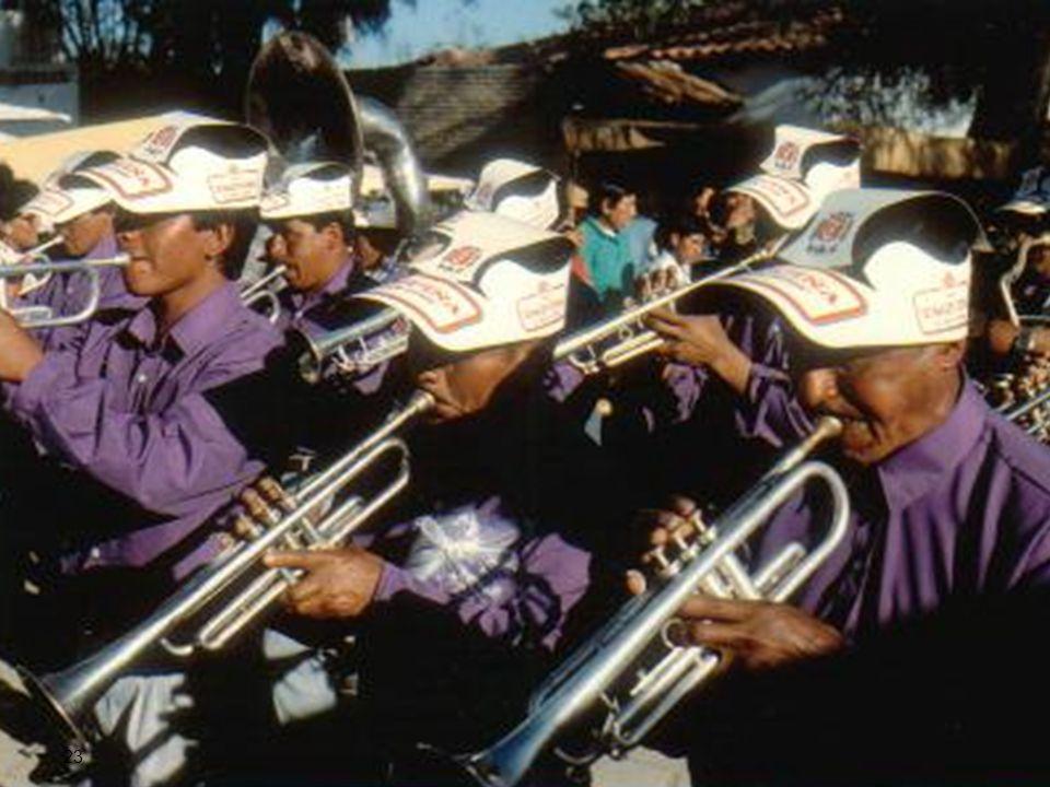 muzikanten, die de spraak van de moeders niet uitschreven in toonhoogtevormen en patronen, maar in notenbalken en muzieknoten.