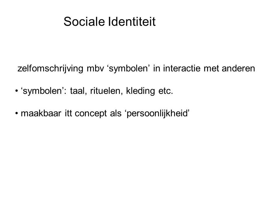 Sociale Identiteit zelfomschrijving mbv 'symbolen' in interactie met anderen. 'symbolen': taal, rituelen, kleding etc.
