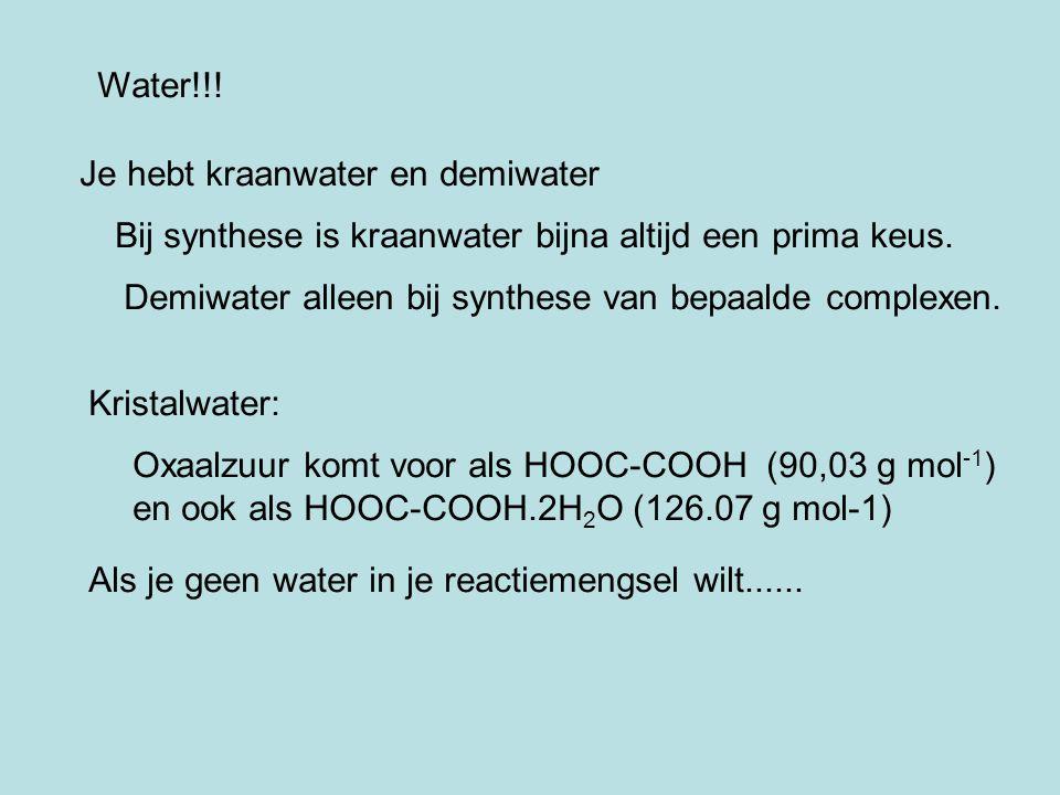 Water!!! Je hebt kraanwater en demiwater. Bij synthese is kraanwater bijna altijd een prima keus.