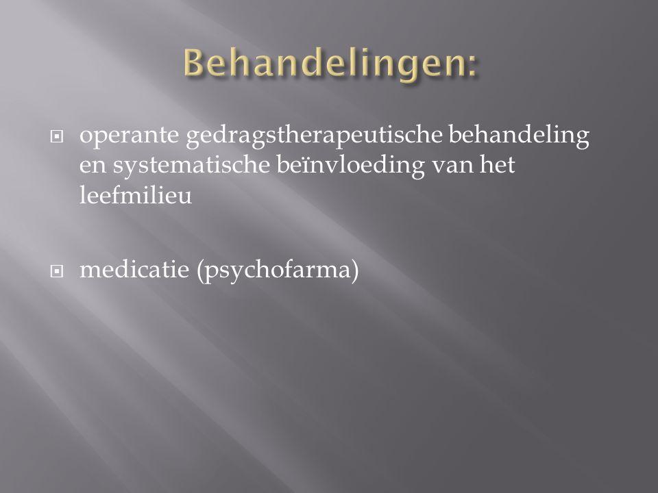 Behandelingen: operante gedragstherapeutische behandeling en systematische beïnvloeding van het leefmilieu.