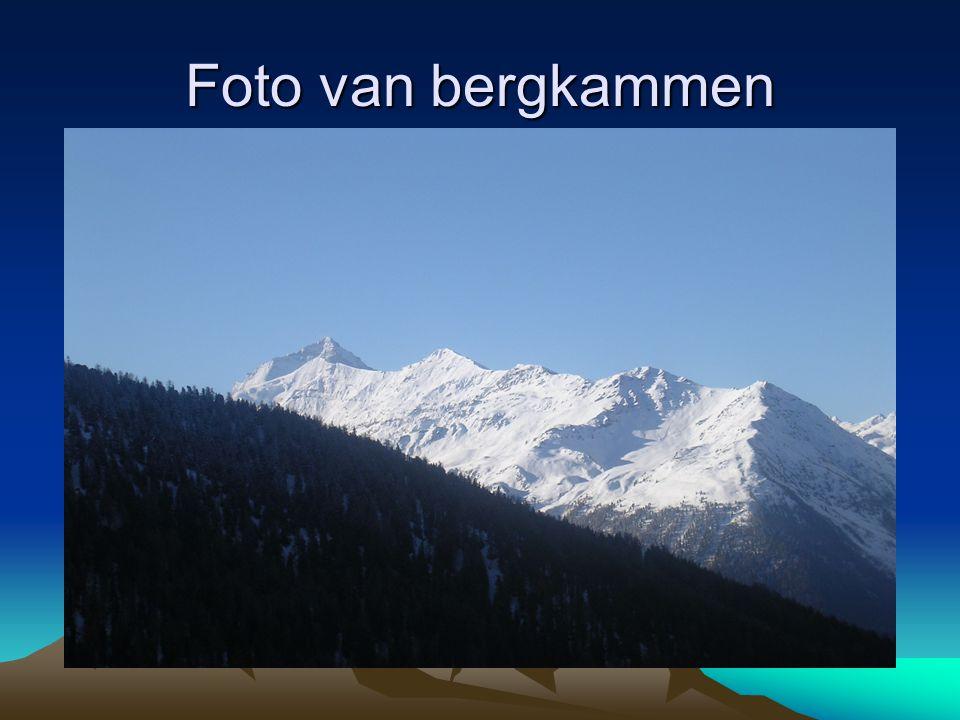 Foto van bergkammen