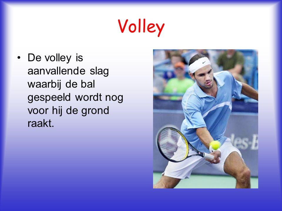 Volley De volley is aanvallende slag waarbij de bal gespeeld wordt nog voor hij de grond raakt.