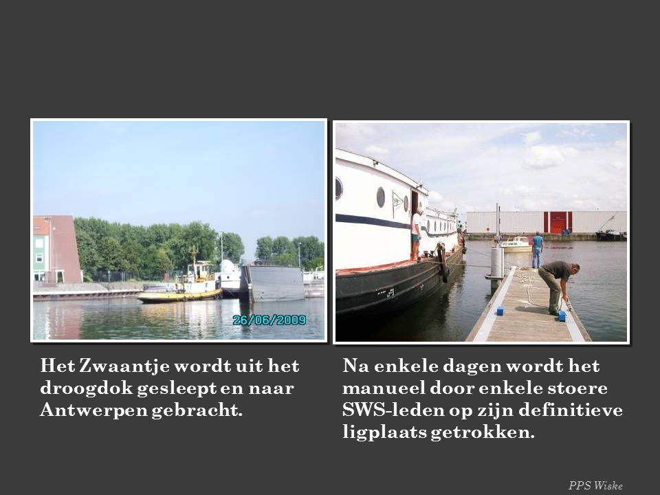 Het Zwaantje wordt uit het droogdok gesleept en naar Antwerpen gebracht.