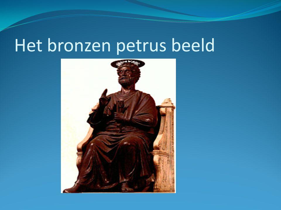 Het bronzen petrus beeld