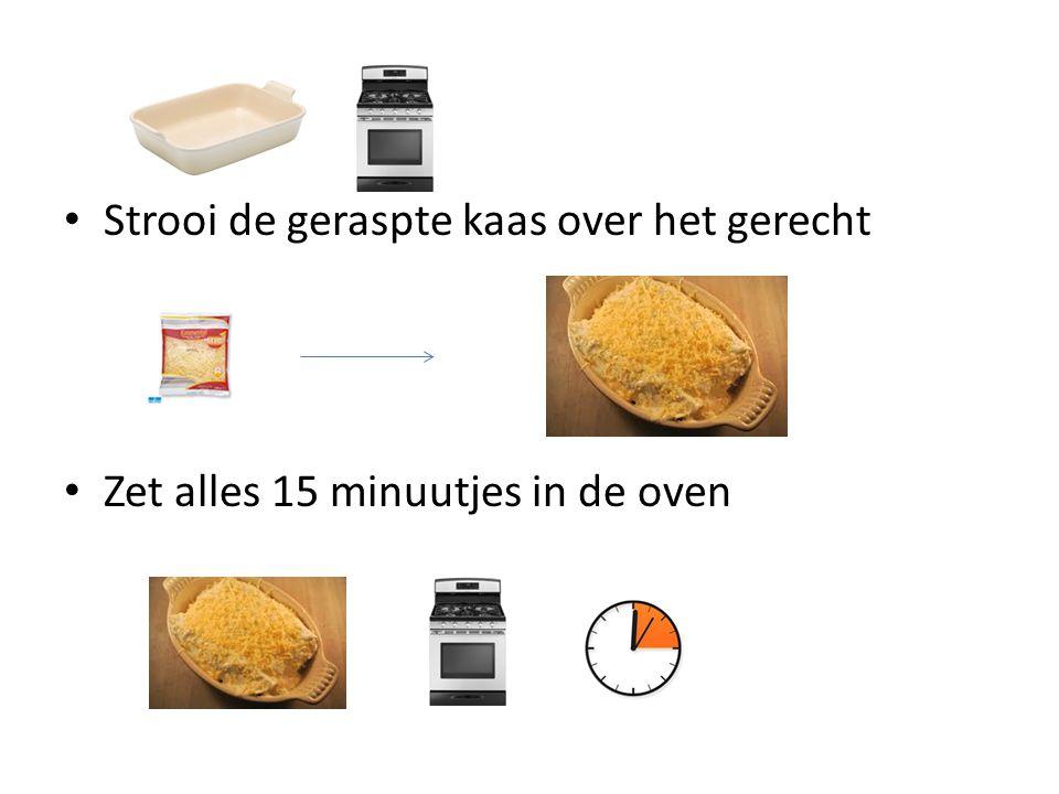 Strooi de geraspte kaas over het gerecht