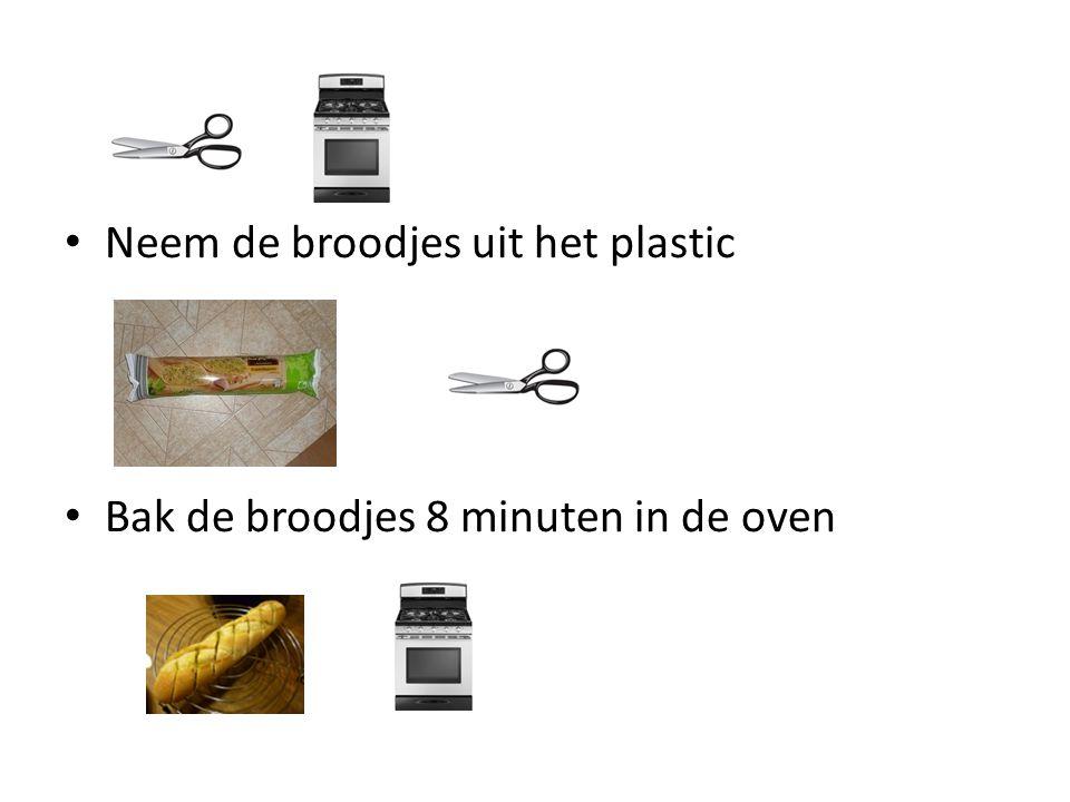 Neem de broodjes uit het plastic