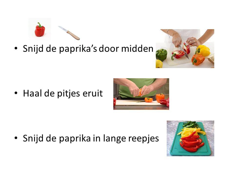 Snijd de paprika's door midden
