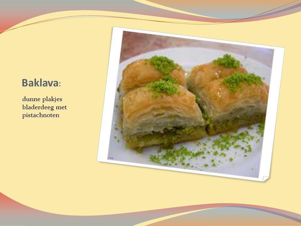 Baklava: dunne plakjes bladerdeeg met pistachnoten