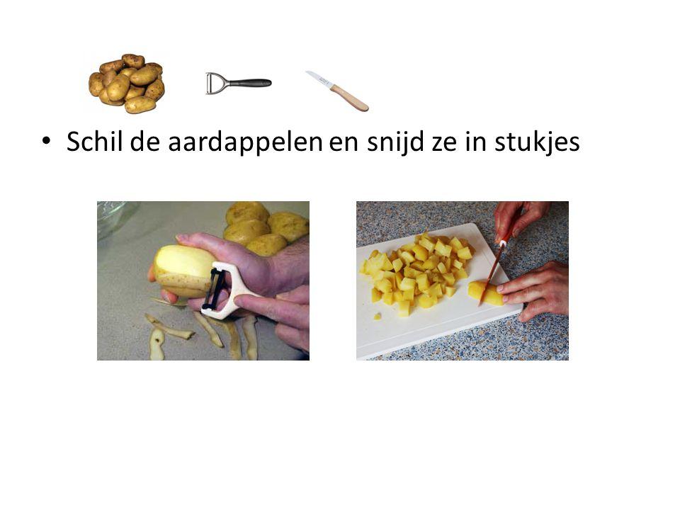 Schil de aardappelen en snijd ze in stukjes