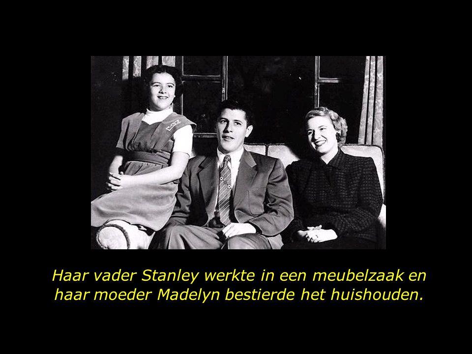 Haar vader Stanley werkte in een meubelzaak en haar moeder Madelyn bestierde het huishouden.