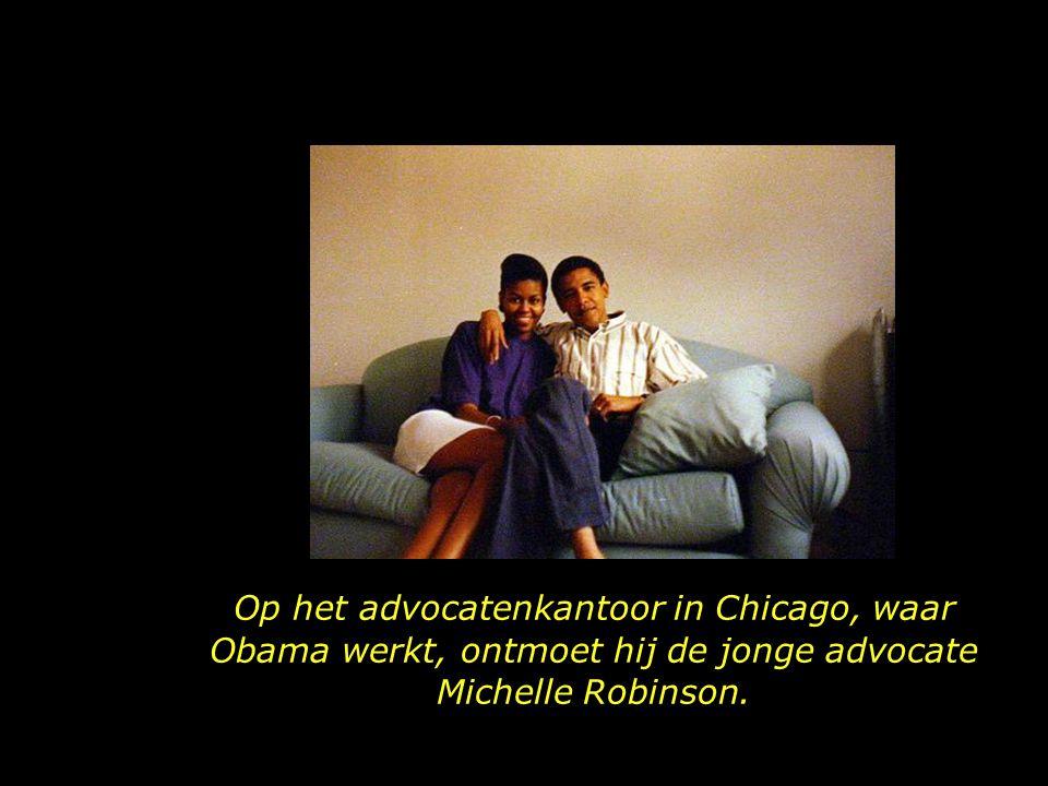 Op het advocatenkantoor in Chicago, waar Obama werkt, ontmoet hij de jonge advocate Michelle Robinson.
