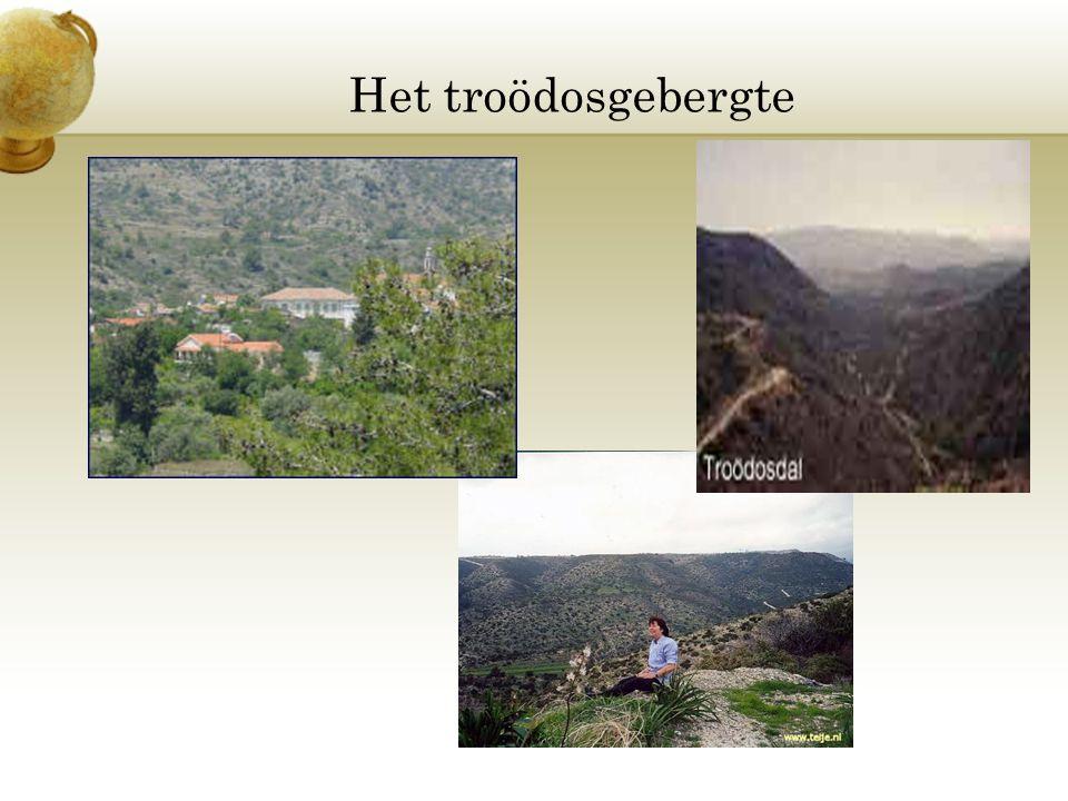 Het troödosgebergte Voeg een afbeelding in van de geografische kenmerken van je land.