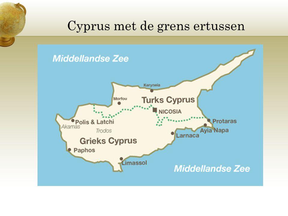 Cyprus met de grens ertussen
