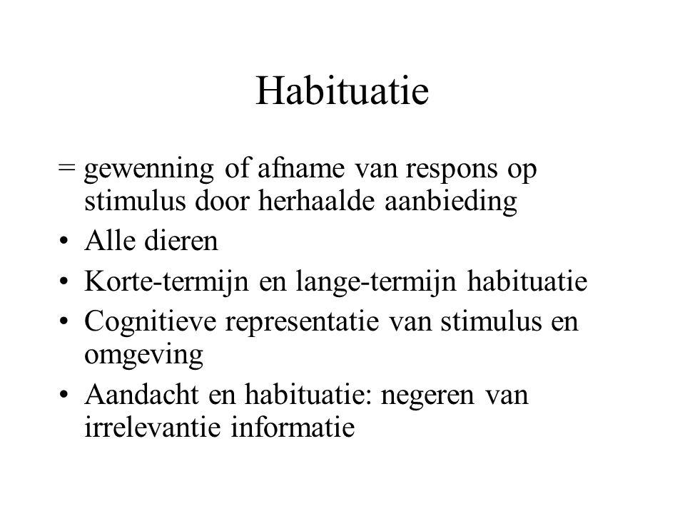 Habituatie = gewenning of afname van respons op stimulus door herhaalde aanbieding. Alle dieren. Korte-termijn en lange-termijn habituatie.