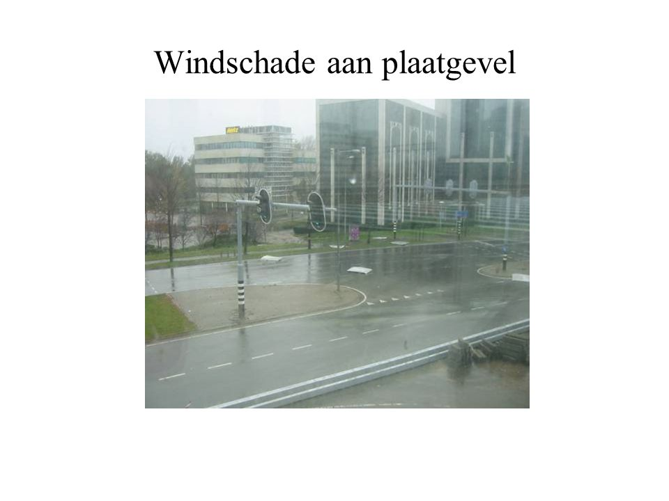 Windschade aan plaatgevel