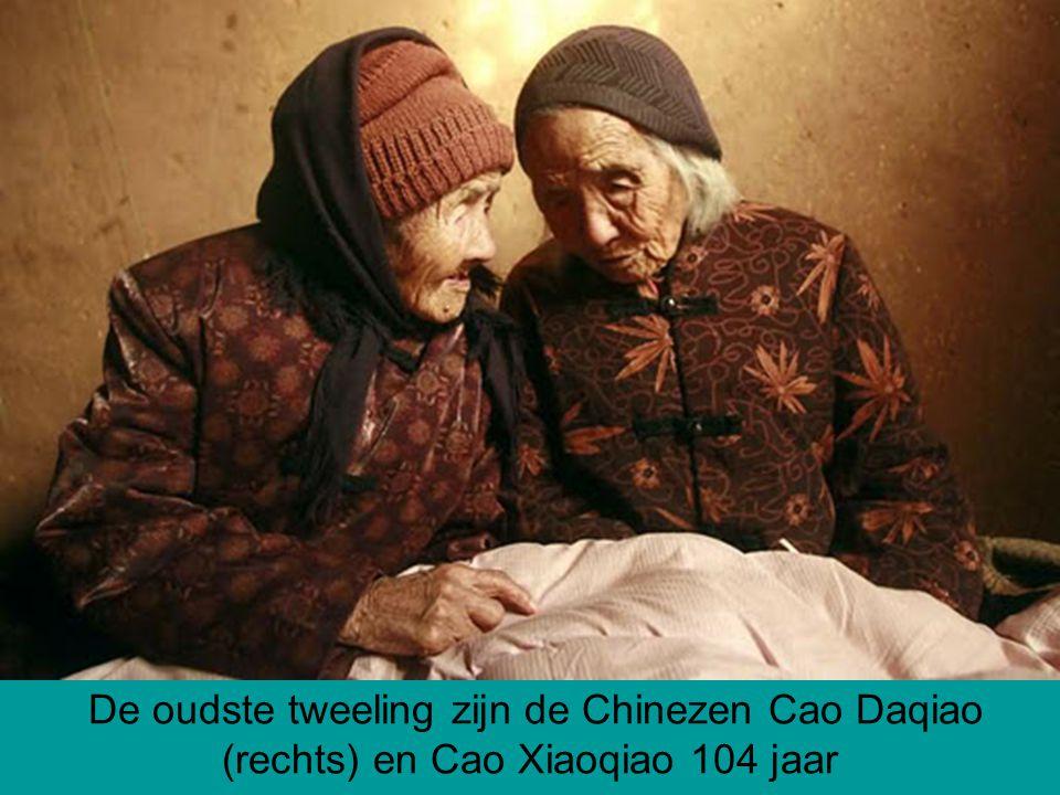 De oudste tweeling zijn de Chinezen Cao Daqiao (rechts) en Cao Xiaoqiao 104 jaar
