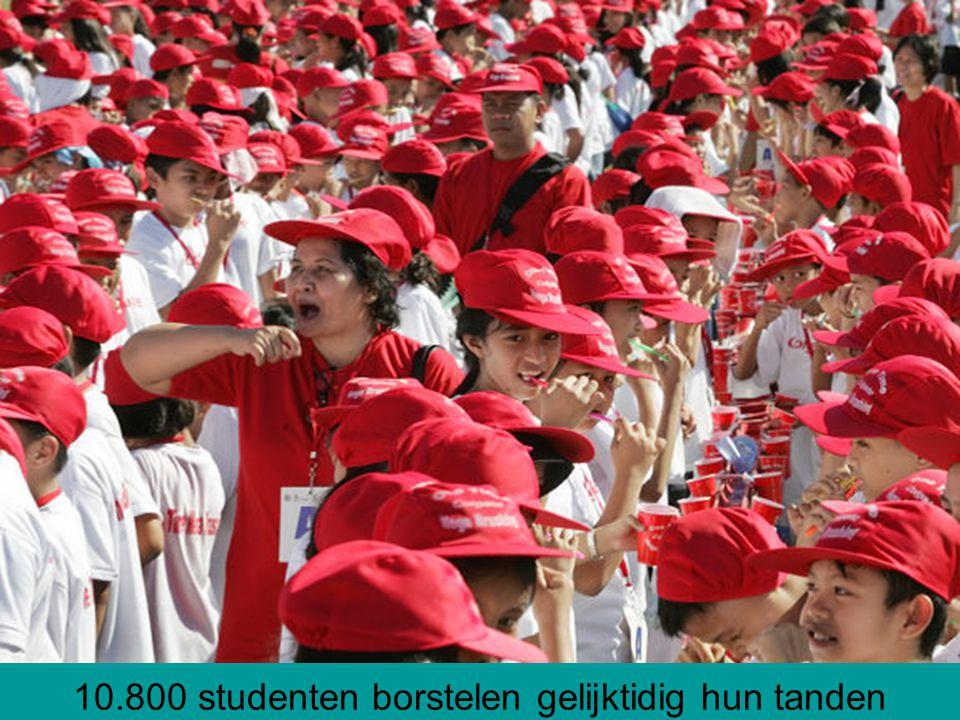 10.800 studenten borstelen gelijktidig hun tanden