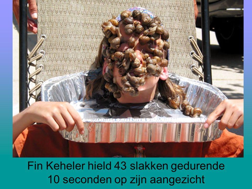 Fin Keheler hield 43 slakken gedurende 10 seconden op zijn aangezicht