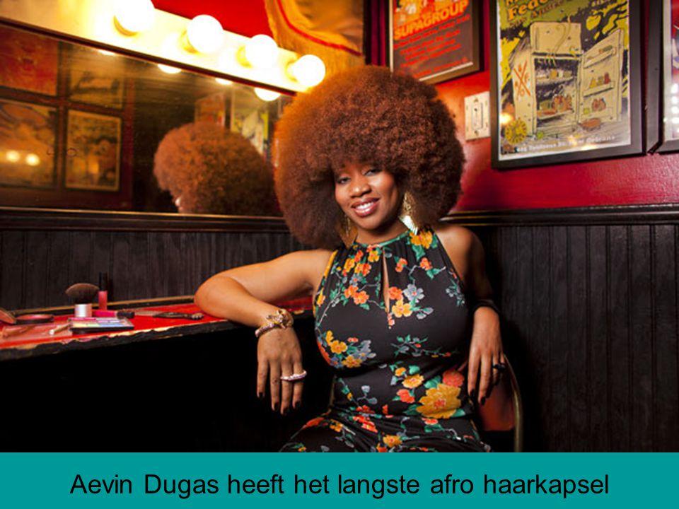 Aevin Dugas heeft het langste afro haarkapsel