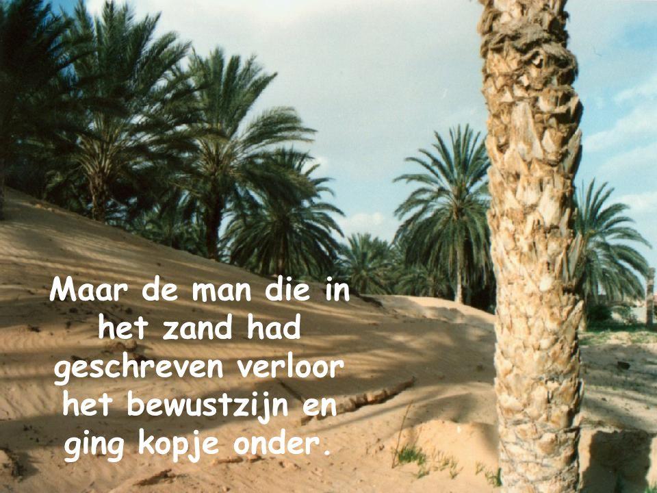 Maar de man die in het zand had geschreven verloor het bewustzijn en ging kopje onder.