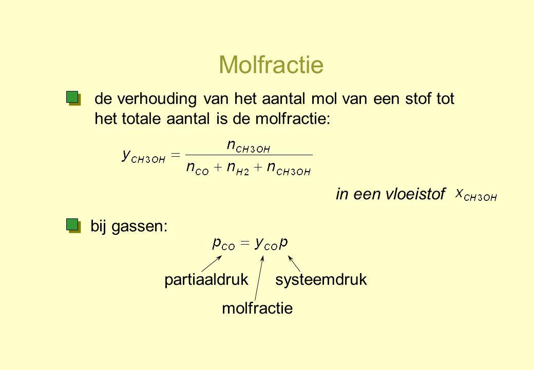 Molfractie de verhouding van het aantal mol van een stof tot het totale aantal is de molfractie: in een vloeistof.