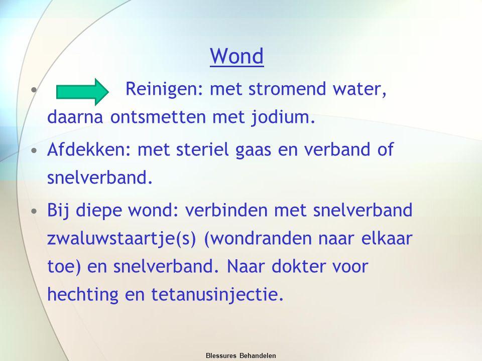 Wond Reinigen: met stromend water, daarna ontsmetten met jodium.