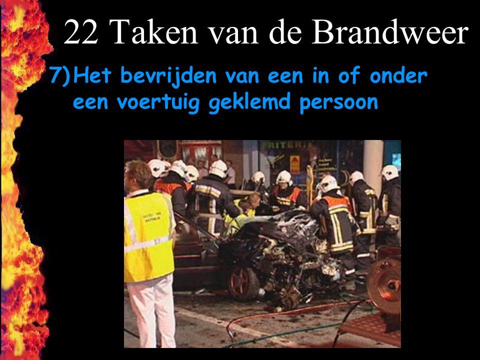 22 Taken van de Brandweer Het bevrijden van een in of onder een voertuig geklemd persoon F