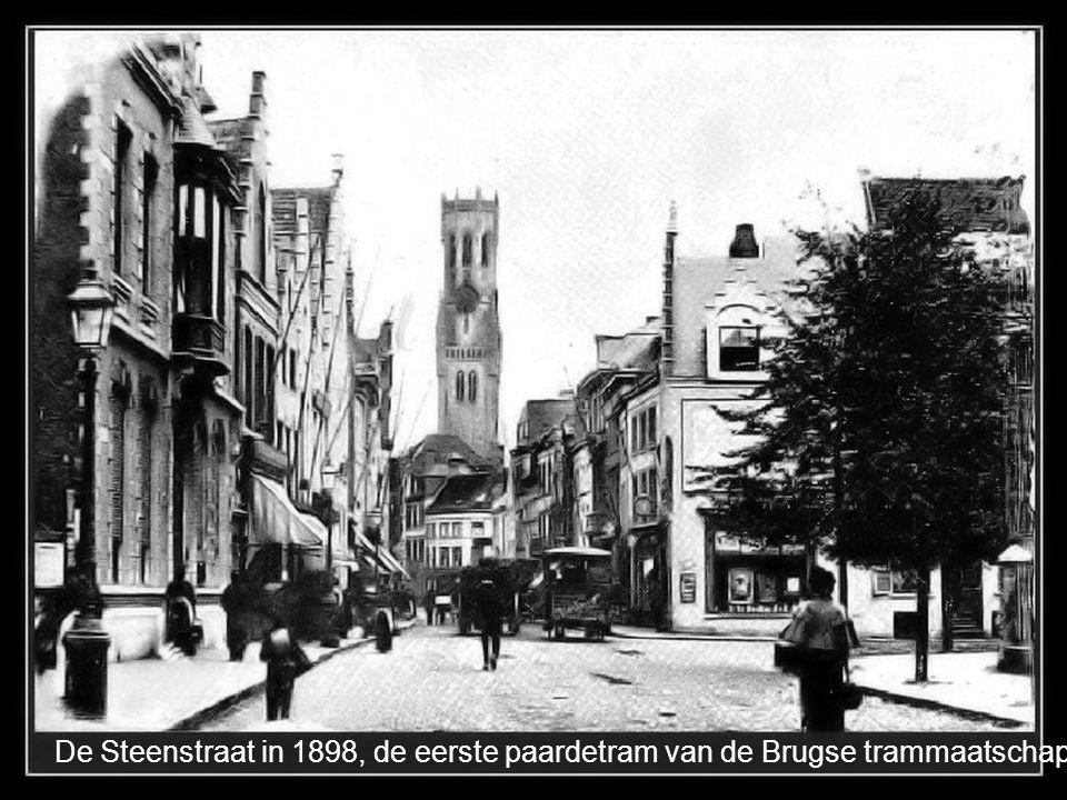 De Steenstraat in 1898, de eerste paardetram van de Brugse trammaatschappij