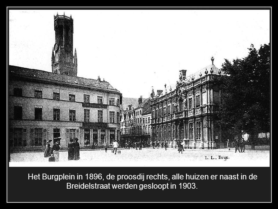 Het Burgplein in 1896, de proosdij rechts, alle huizen er naast in de