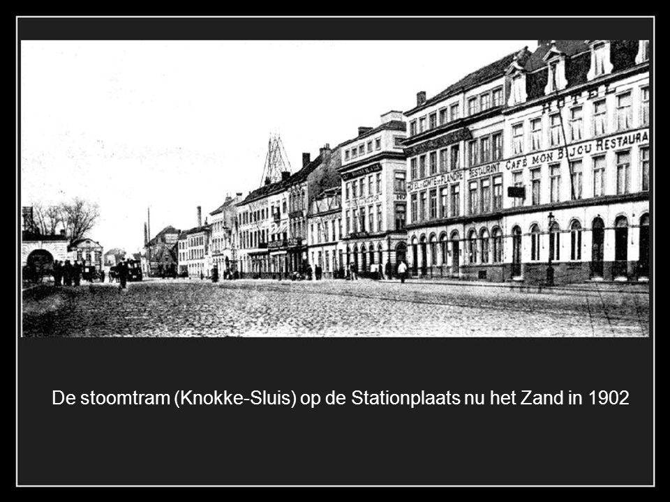 De stoomtram (Knokke-Sluis) op de Stationplaats nu het Zand in 1902