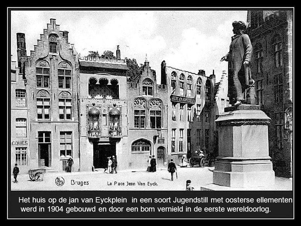 Het huis op de jan van Eyckplein in een soort Jugendstill met oosterse ellementen