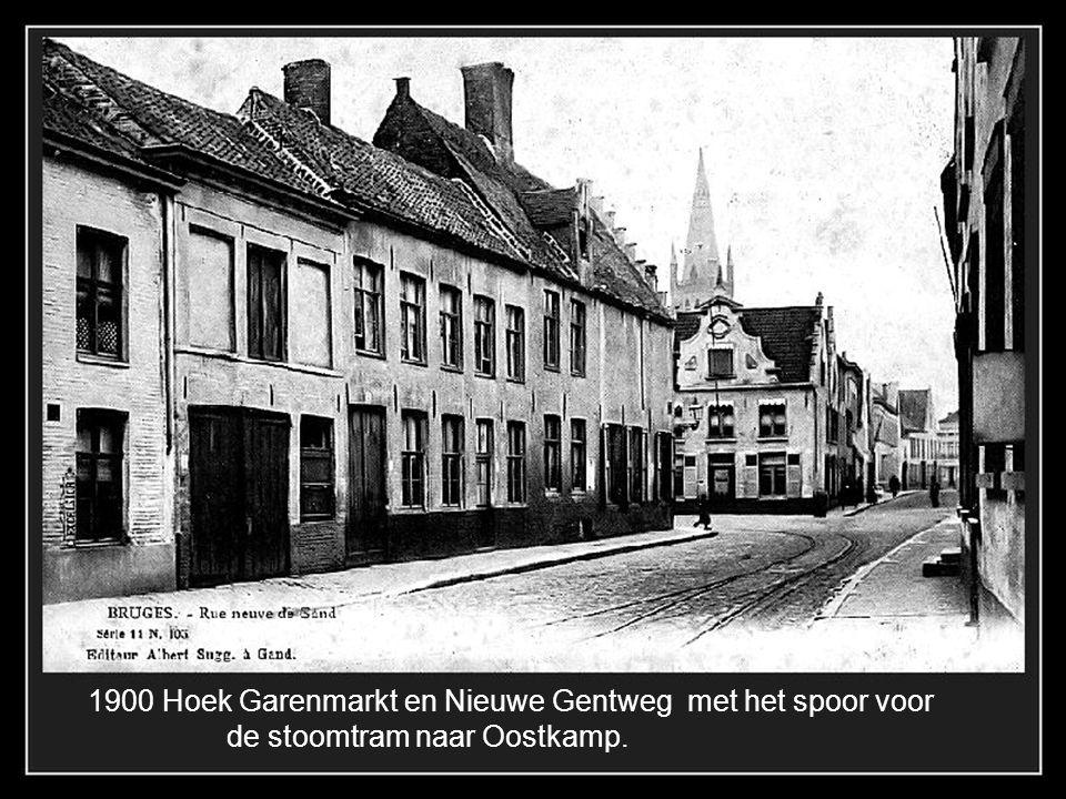 1900 Hoek Garenmarkt en Nieuwe Gentweg met het spoor voor