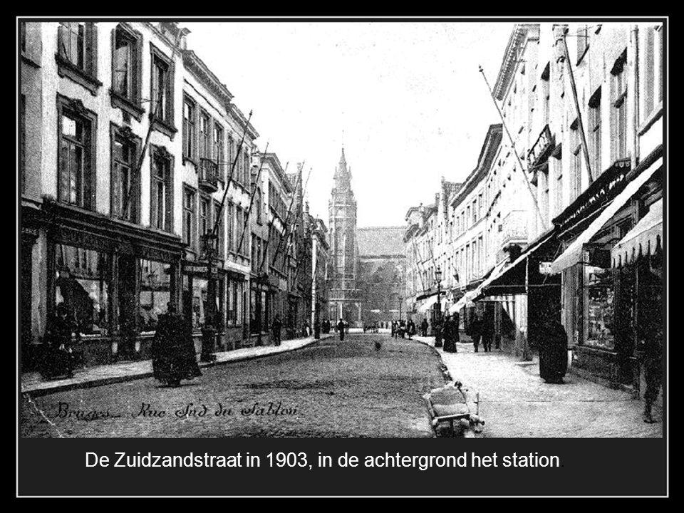 De Zuidzandstraat in 1903, in de achtergrond het station.