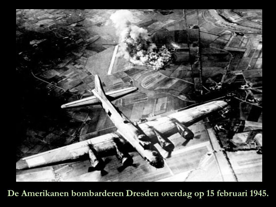 De Amerikanen bombarderen Dresden overdag op 15 februari 1945.